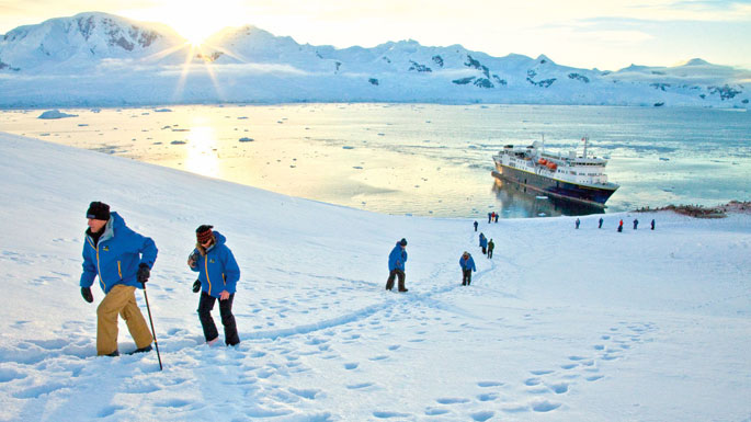 Antarctica_hikers
