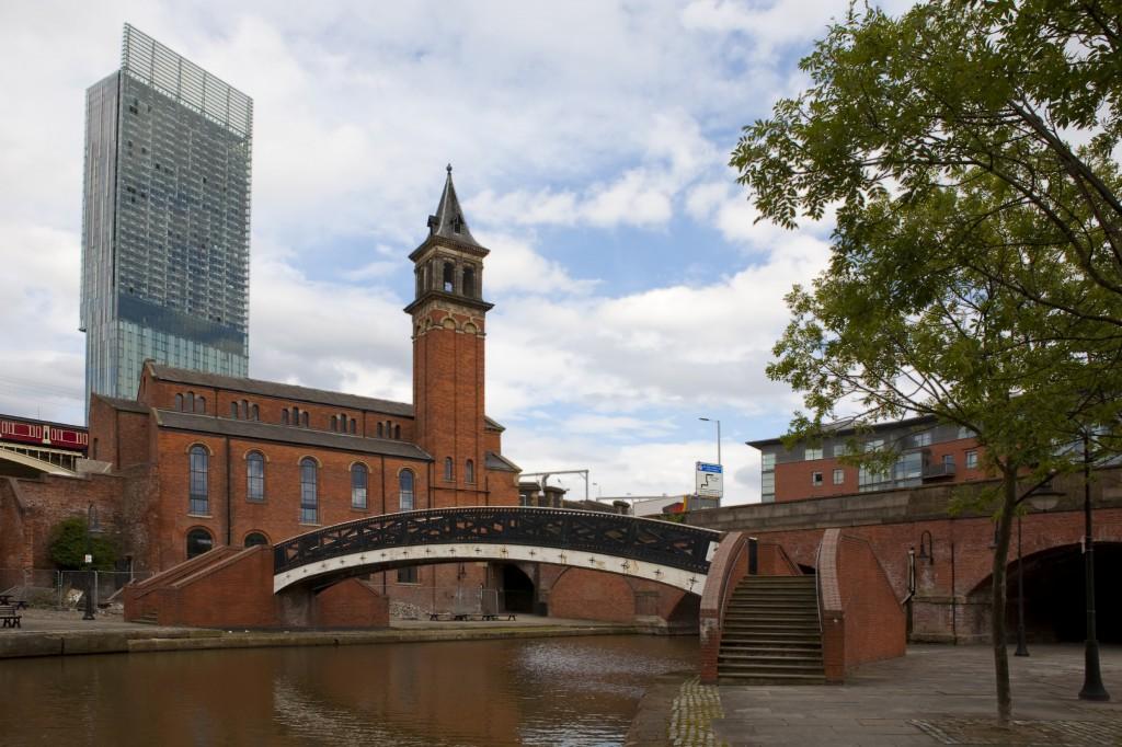 Canal e ponte em Manchester