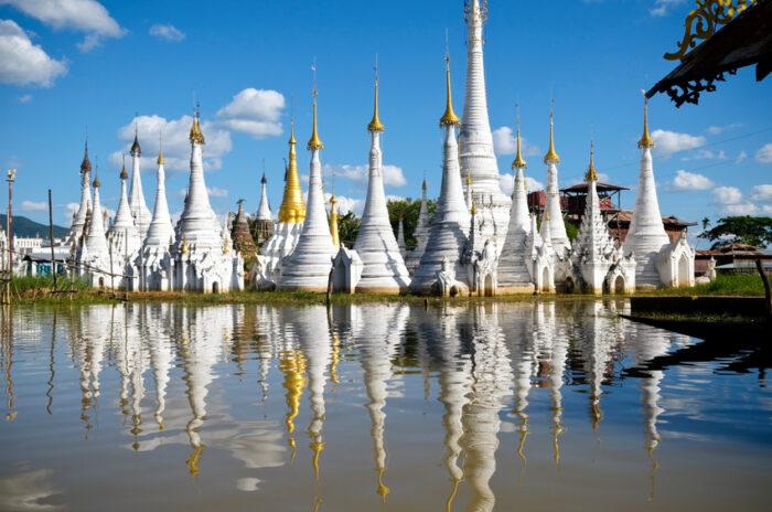 Pagodes no Lago Inle na Birmânia