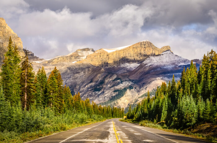 Vista panorâmica da estrada Rocky Mountains