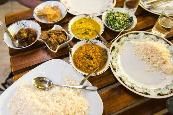 Almoço no restaurante no Sri Lanka