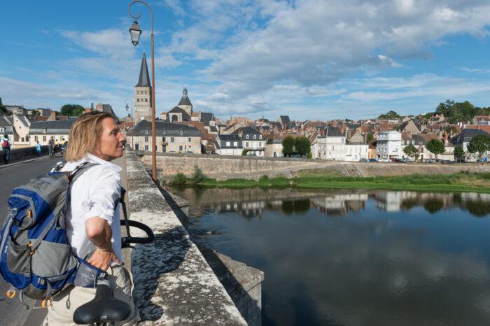 Viajante com a bicicleta, Vale do Loire, Cidade