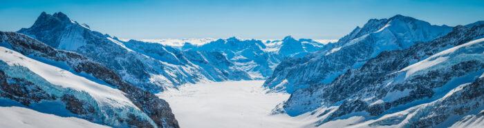 Picos de montanha de neve paisagem Alpes com vista para a Geleira Aletsch Valais