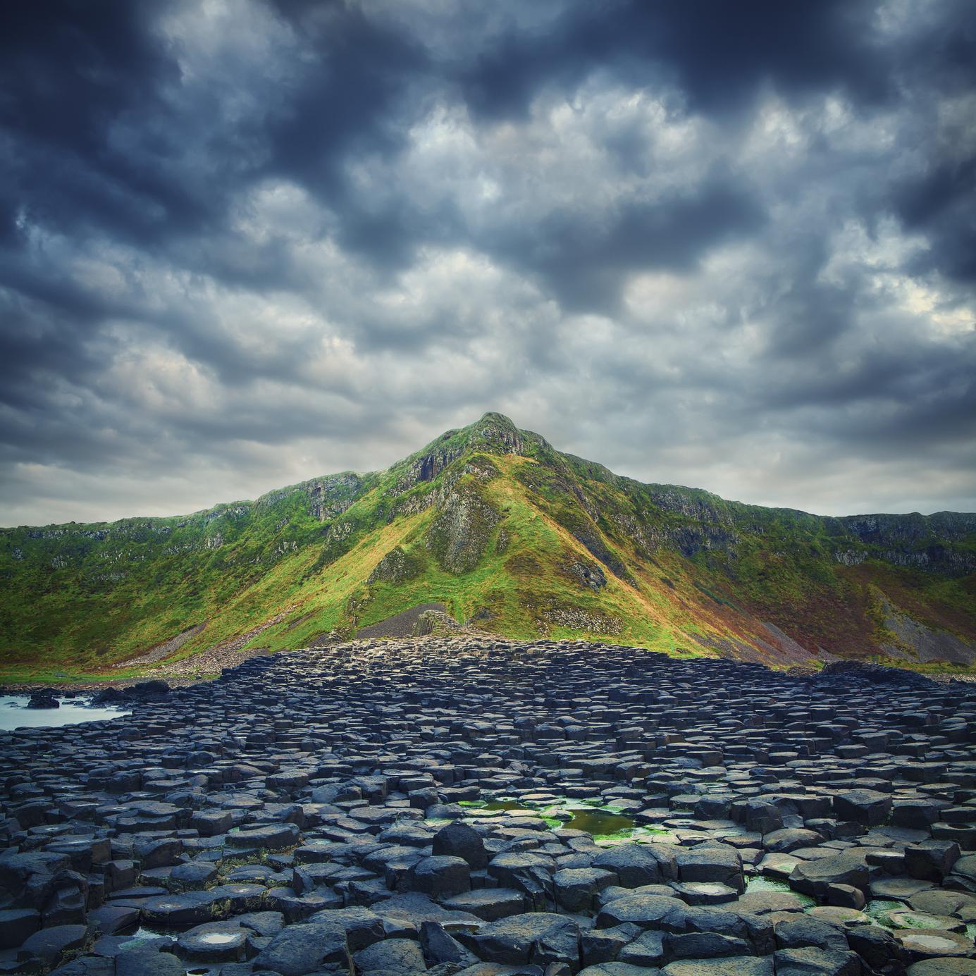 Giant's Causeway, em um dia nublado
