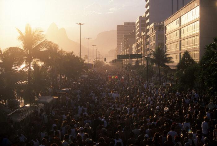 Desfile de Carnaval na praia de Ipanema