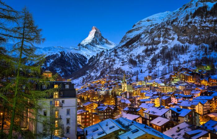 Vista aérea em Zermatt Valley e Matterhorn Peak