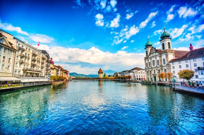 Fantástica paisagem urbana da antiga Cidade de Lucerna e o Rio Reuss