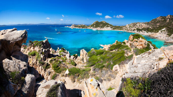 Vista incrível da ilha de Sardenha Spargi