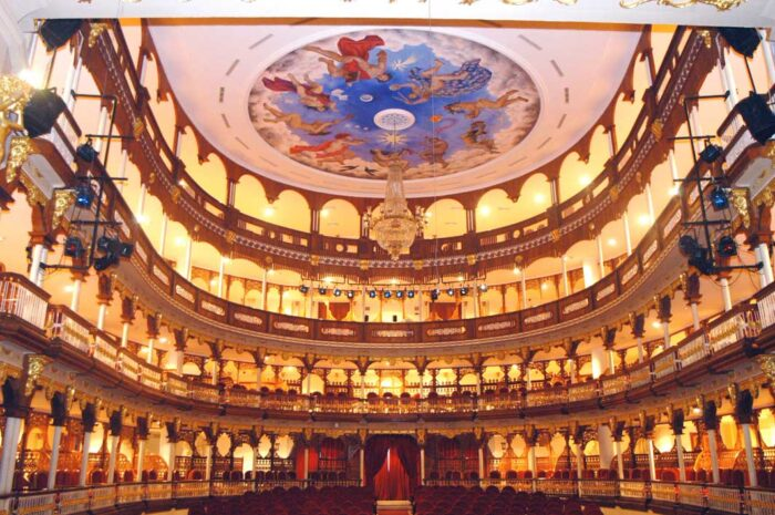 Teatro Adolfo Mejia
