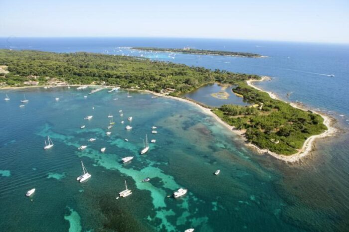 "<img src=""ilhas-na-europa-Ilhas-Lérins.jpg"