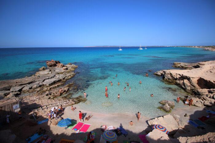 Escalo d'es Mort praia em Formentera