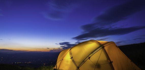 Quer acampar e não sabe onde? Lugares incríveis para acampar pelo mundo