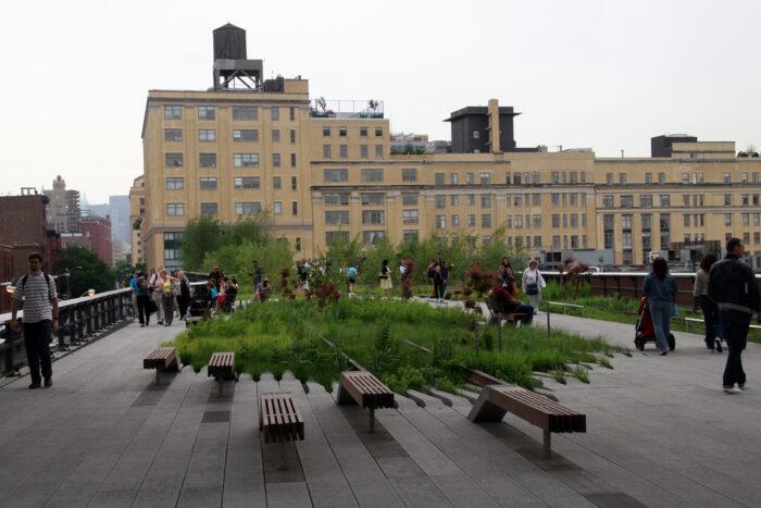 """<img src=""""high-line-nova-york-lugares-revitalizados.jpg"""