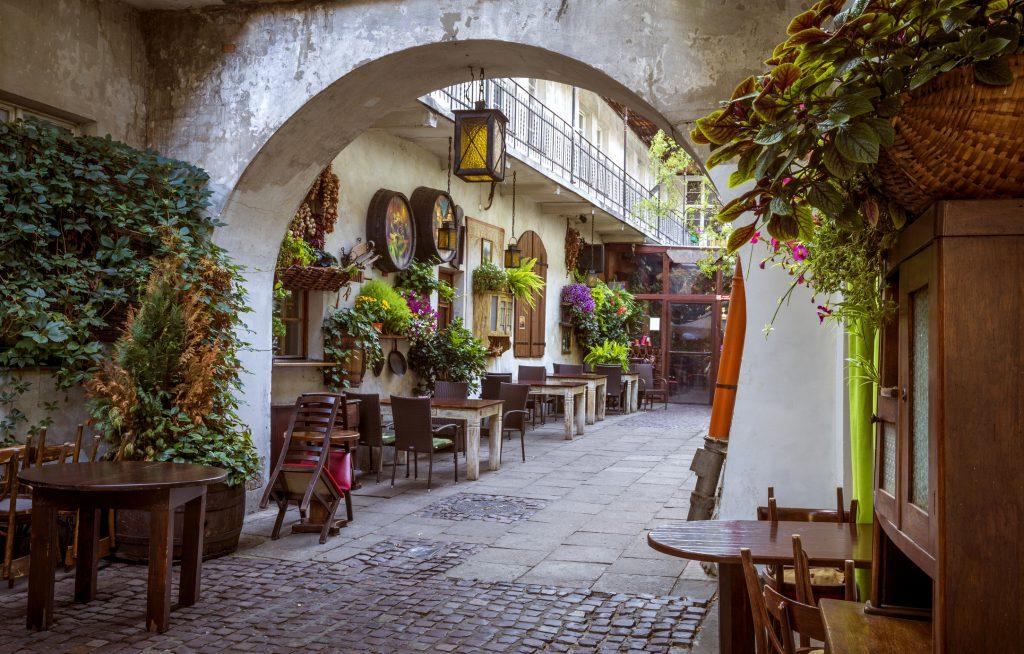 Restaurante no bairro judeu do distrito de Kazimierz em Cracóvia