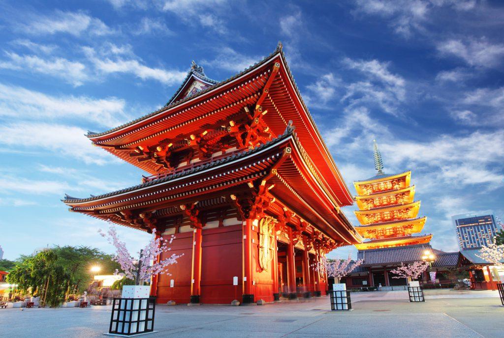 "<img src=""templo-de-asakusa.jpg"