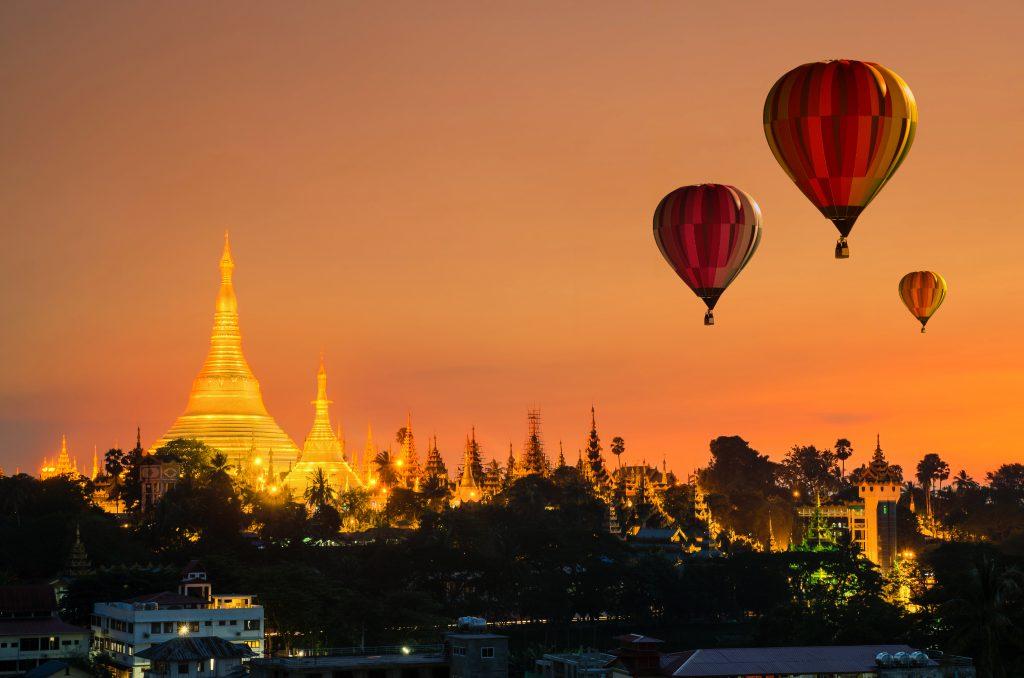 "<img src=""passeio-de-balao-em-mianmar.jpg"