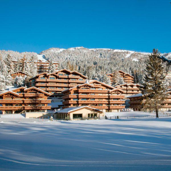 O hotel mais famosos da cidade é o Guarda Golf
