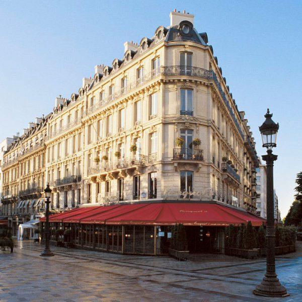 Hotel Barrière le Fouquet's na melhor localização de Paris